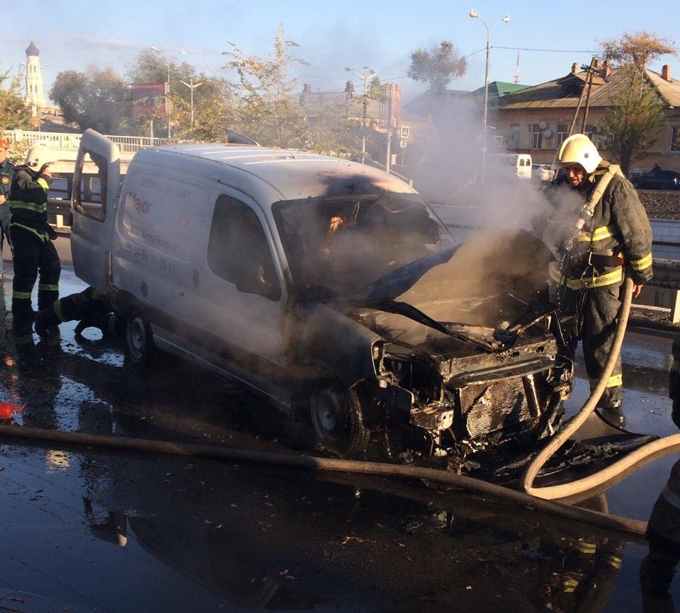 На Больших исадах сгорел автомобиль