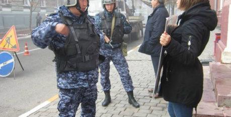 Астраханцы вышли на пикет с требованием достроить Центр передержки бездомных животных