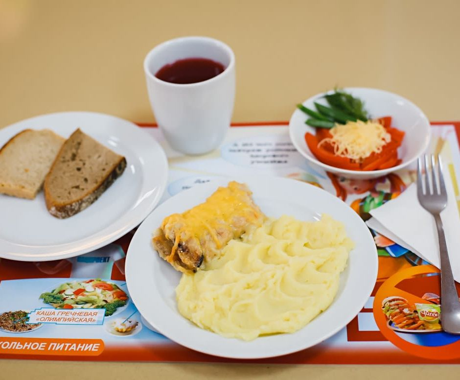Астраханские школьники из малоимущих и многодетных семей получат пособие на питание