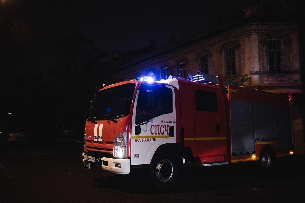 На пожаре в Астрахани спасли маленького ребёнка и двух женщин