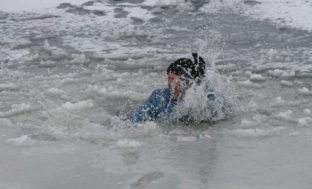 В Астрахани утонул рыбак