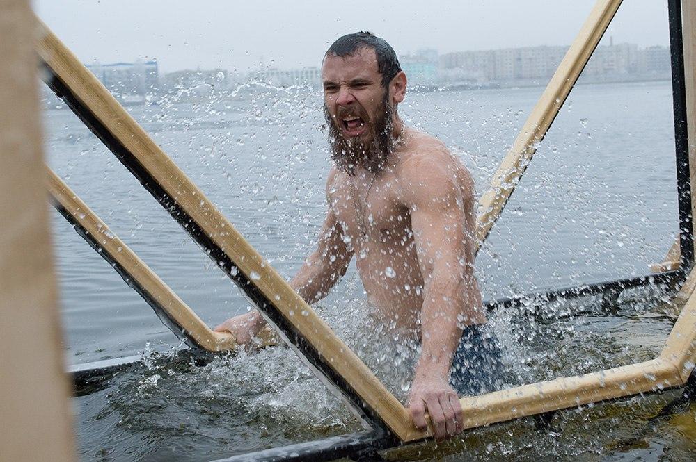 Водолазы предупреждают астраханцев перед крещенскими купаниями