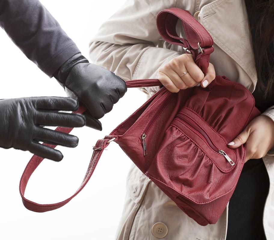 Избили, украли вещи и скрылись: астраханцев обвиняют  в грабеже