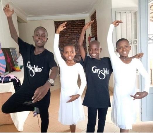 Африканские дети получили в подарок балетную форму из Астрахани
