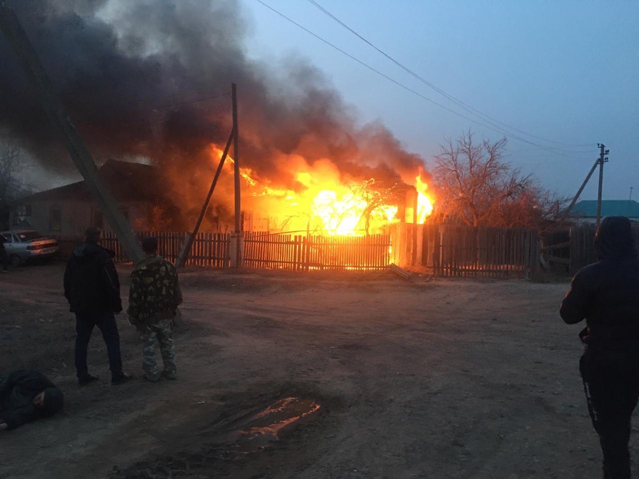 Страшные пожары в Астрахани: сотрудники МЧС спасли 23 человека