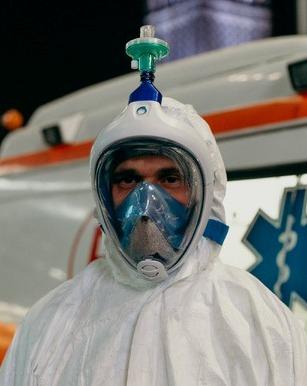 Астраханец адаптировал маску для плавания под средство медицинской защиты