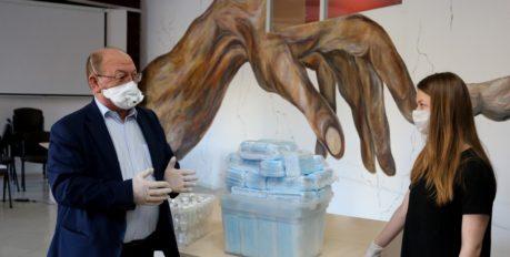 Астраханским волонтёрам выдали маски и антисептики