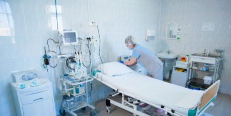 Список погибших от коронавируса в Астрахани пополнился ещё двумя жертвами