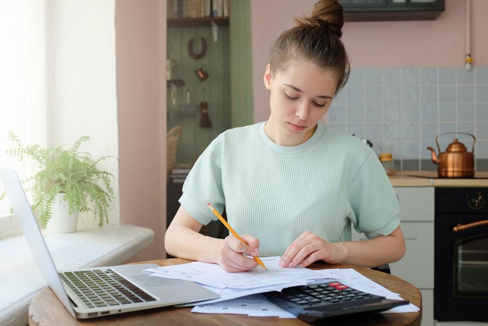 Астраханцев ждёт «налог на профессиональный доход»