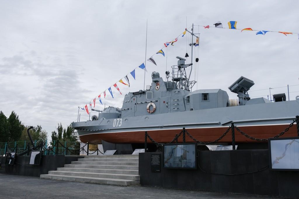 В Астрахани открыли памятник военным кораблям