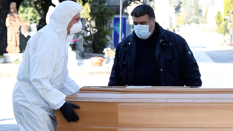 Сложности погребения: у умершей от инсульта астраханки обнаружили коронавирус