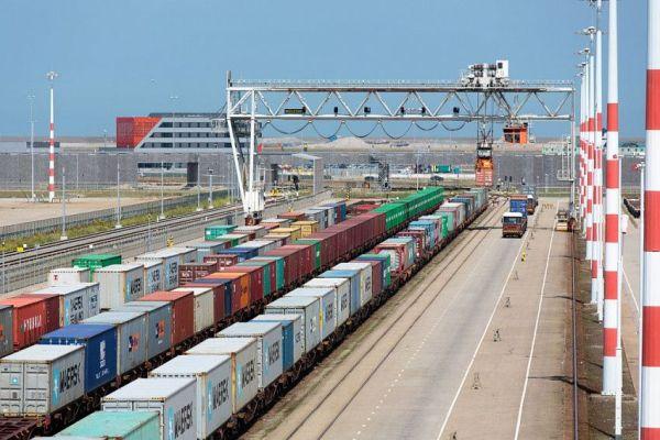 По астраханскому участку МТК «Север-Юг» прошли первые контейнеры