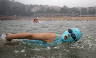Астраханцы открыли купальный сезон в центре города