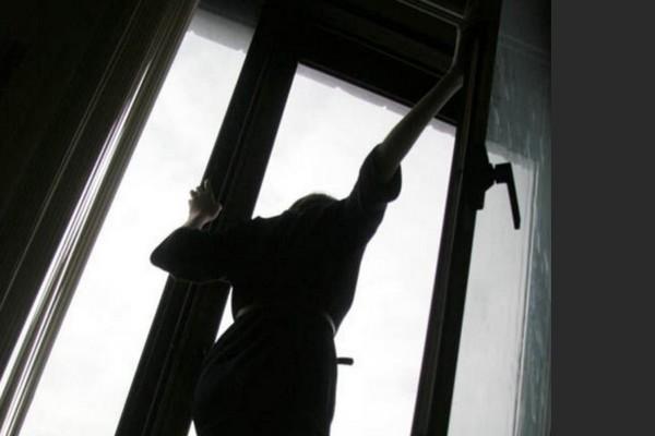 В Ахтубинске женщина выпала из окна 9 этажа