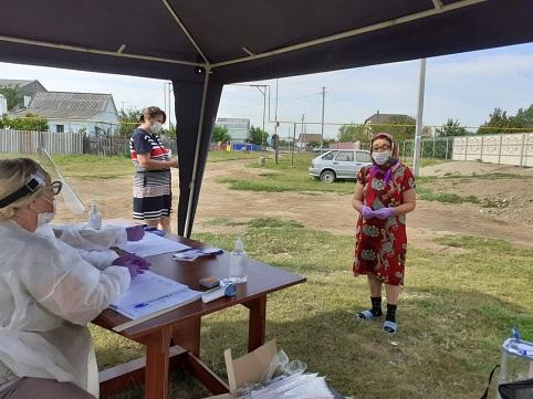 Астраханцы продолжают голосовать  на придомовых территориях