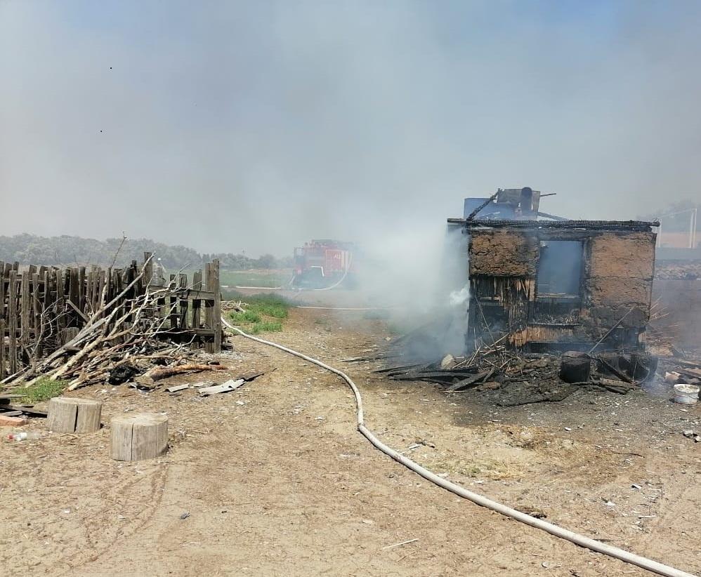 Сильные пожары в Астраханской области: горят дома, есть пострадавшие