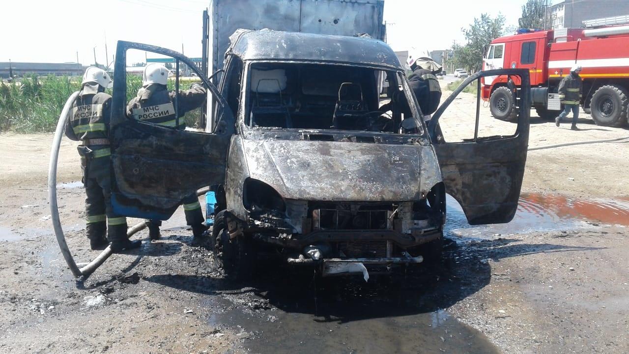 В Астрахани сгорела ГАЗель: подробности ЧП