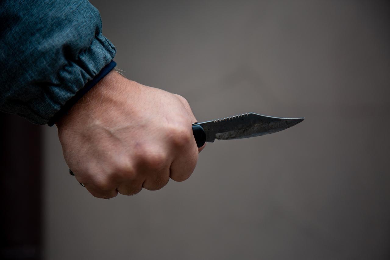 Астраханец приставил нож к горлу 6-летнего сына: его довёл конфликт с бывшей женой