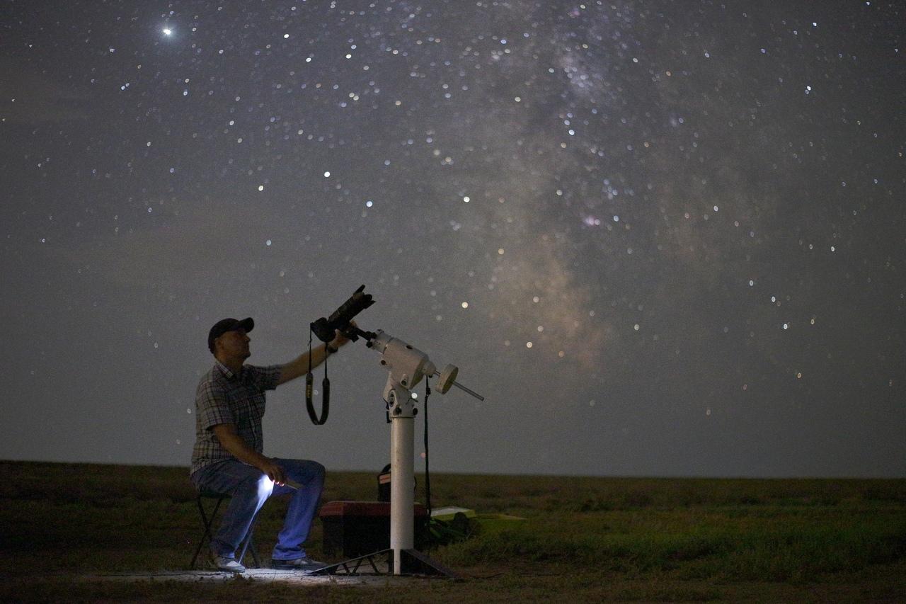 Астраханские астрономы сделали финальные снимки удаляющейся кометы