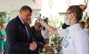 Игорь Бабушкин проверил, как астраханские школьники сдают ЕГЭ в такую жару