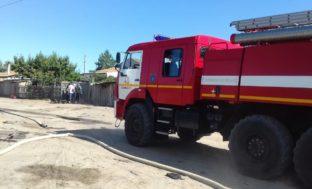 В Астрахани сгорели девять хозпостроек: пострадала женщина