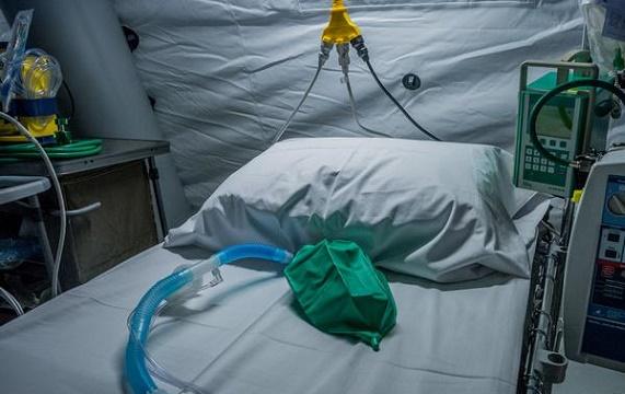 Астраханец скончался после контакта с коронавирусным больным
