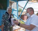 В Камызяке ветеранам вручили   мобильные телефоны с бесплатным тарифом