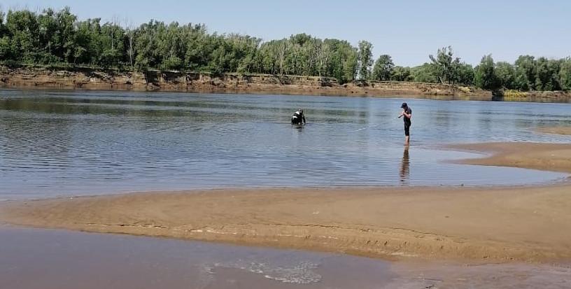 Водолазы готовят астраханские пляжи к купальному сезону