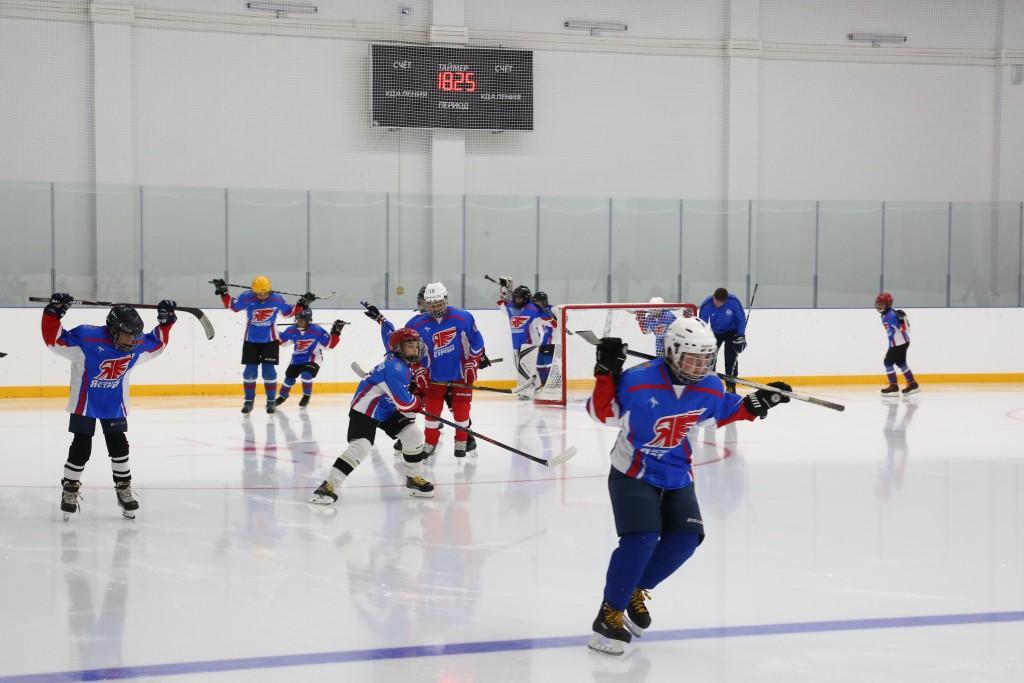 В центре Астрахани открылся спортивный центр с катком