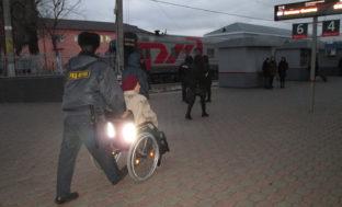Более 400 маломобильных граждан воспользовались услугами сопровождения на вокзалах Астрахани и Верхнего Баскунчака