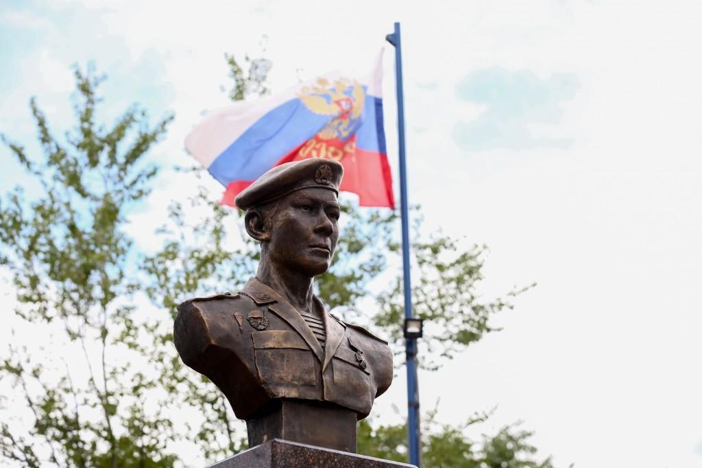 В Астрахани открыли памятник герою-десантнику легендарной 6-й роты