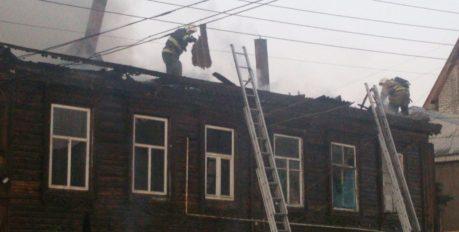 В Астрахани горели два жилых дома