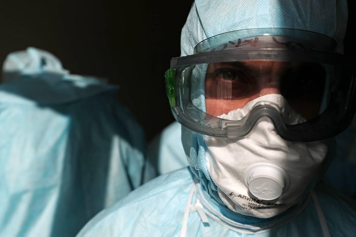 Более 300 астраханских медиков получили страховые выплаты в связи с заболеванием коронавирусом