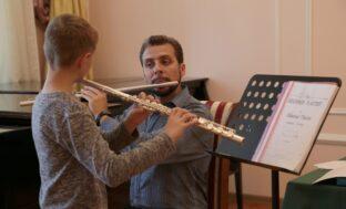 Преподаватель «Гнесинки» провёл мастер-класс для астраханских музыкантов