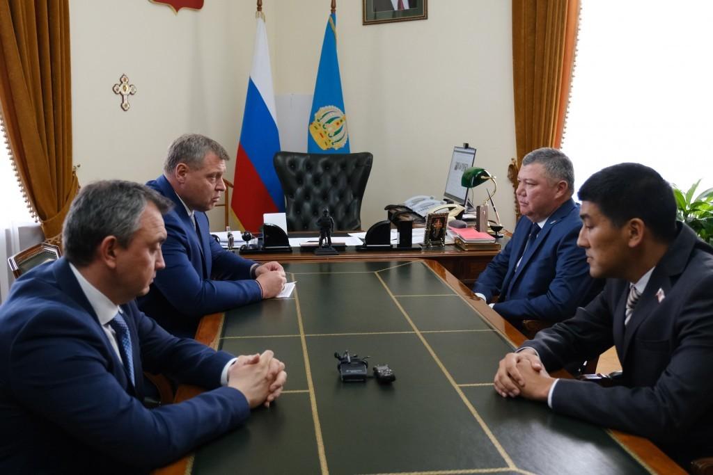 Новых глав  Володарского и Красноярского районов вызвали на ковёр к губернатору