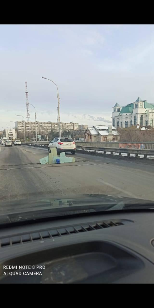Тем временем в Астрахани: «забор» на Новом мосту