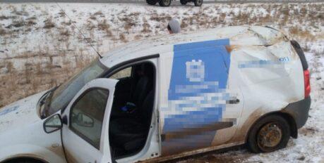 На севере Астраханской области опрокинулся автомобиль