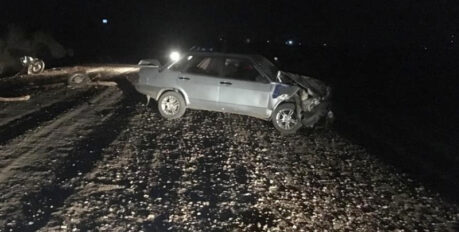 Астраханец на мотоцикле врезался в Ладу: есть пострадавший