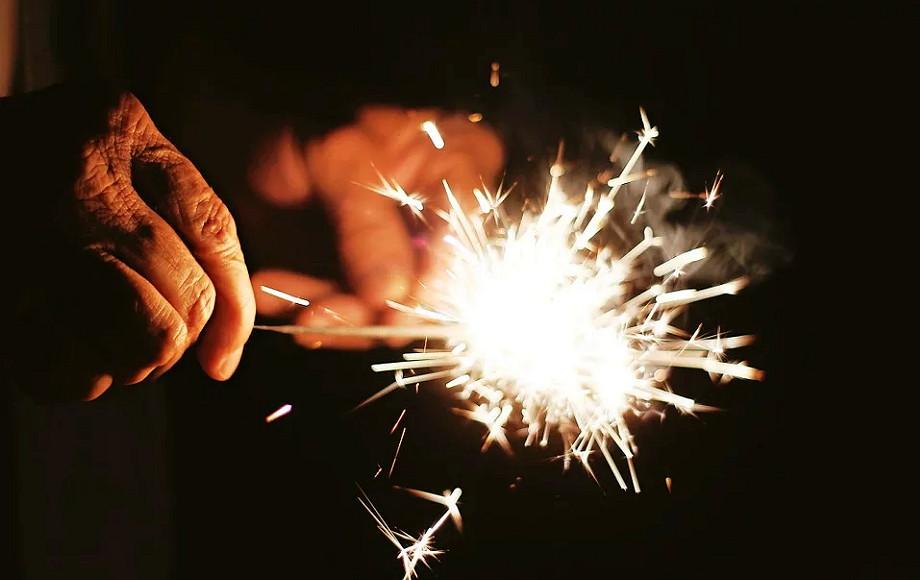 В новогодние праздники от пиротехники пострадало пятеро астраханцев