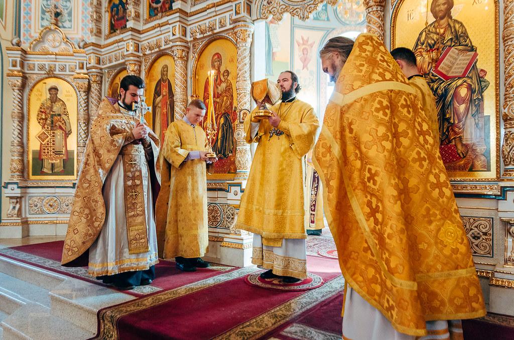 В каких храмах Астрахани и во сколько пройдут рождественские службы