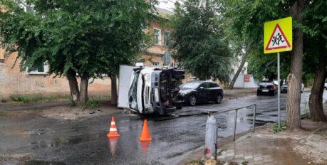 В Астрахани столкнулись легковушка и ГАЗель: пострадали пять человек