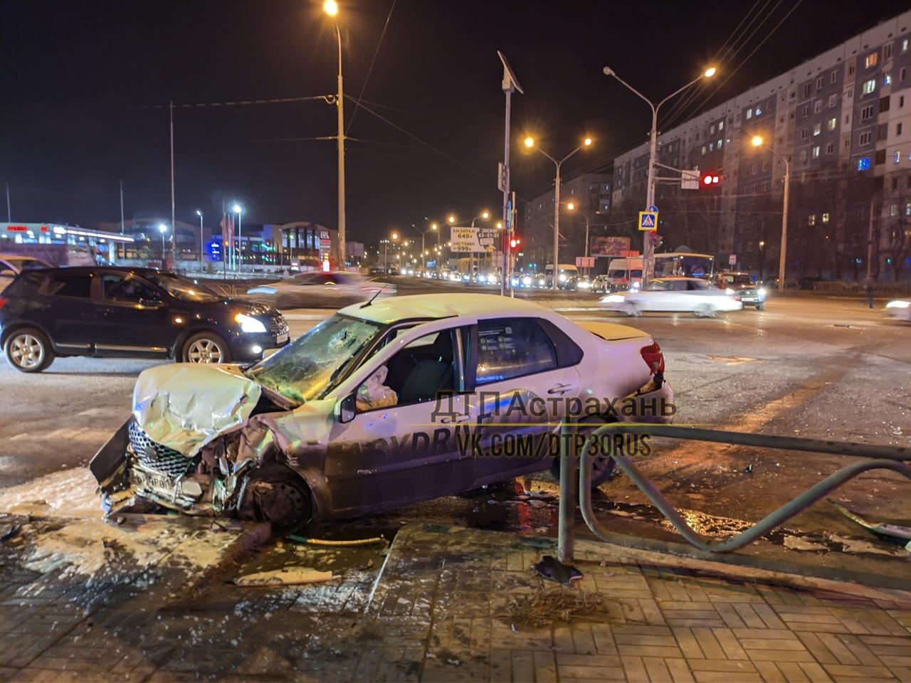 Страшная авария возле магазина «Колесо»: пострадали четыре астраханца