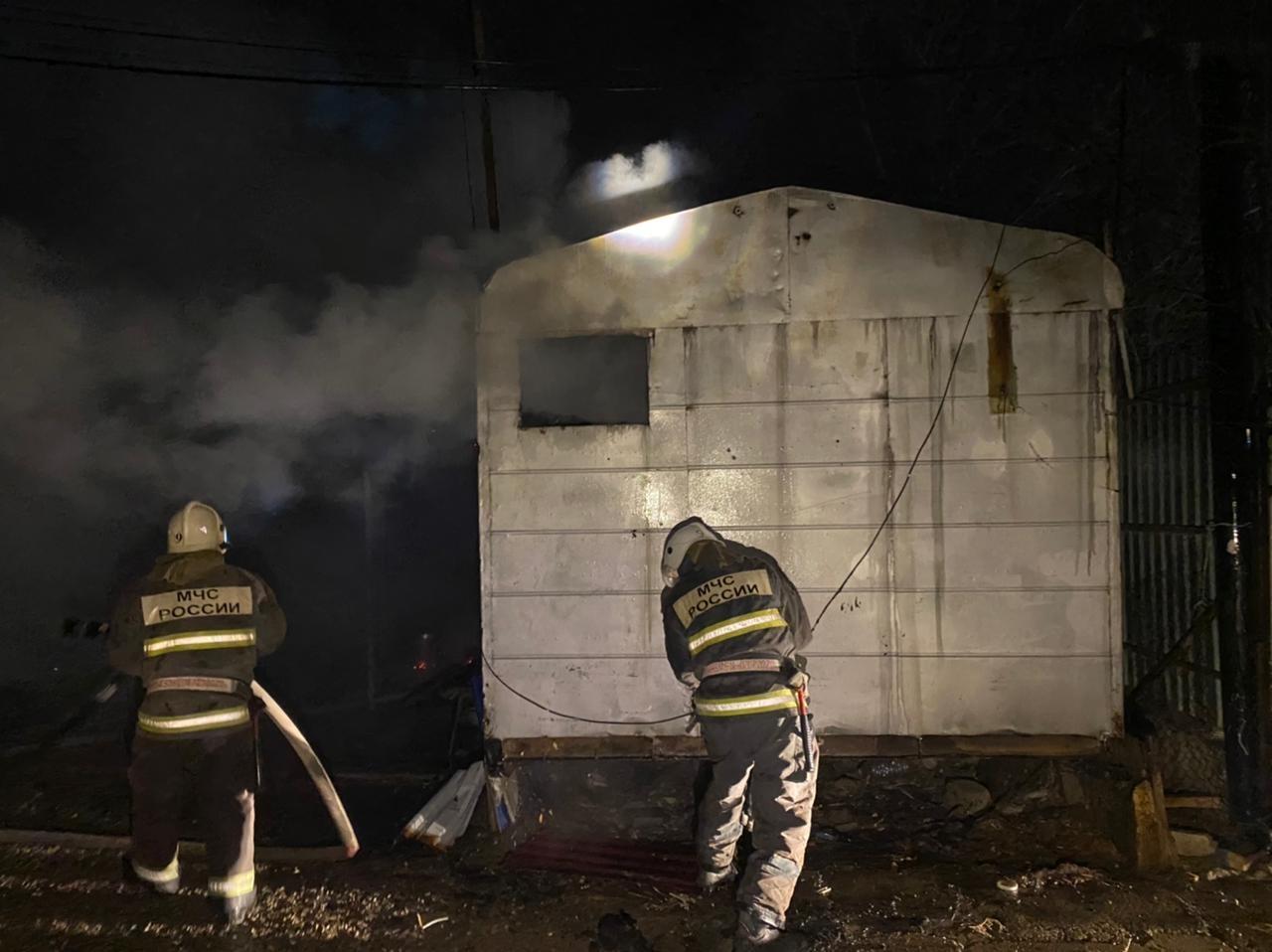 В Ленинском районе сгорела баня: пострадал астраханец
