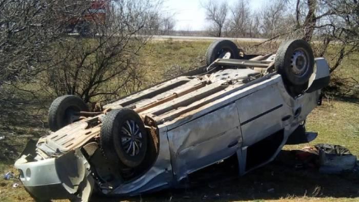 На трассе Волгоград-Астрахань перевернулось авто: пострадал водитель